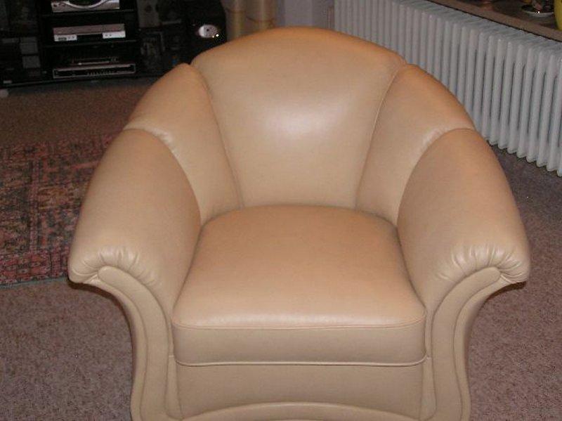 Sessel neu gepolstert und mit neuen Leder